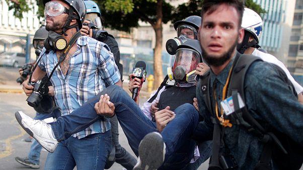 Guaidó pide más huelgas mientras Maduro ataca a Washington