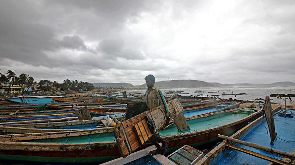 Ινδία: 800.000 άνθρωποι εγκαταλείπουν τις εστίες τους λόγω του κυκλώνα Φάνι