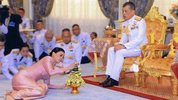 پادشاه تایلند با محافظش ازدواج کرد