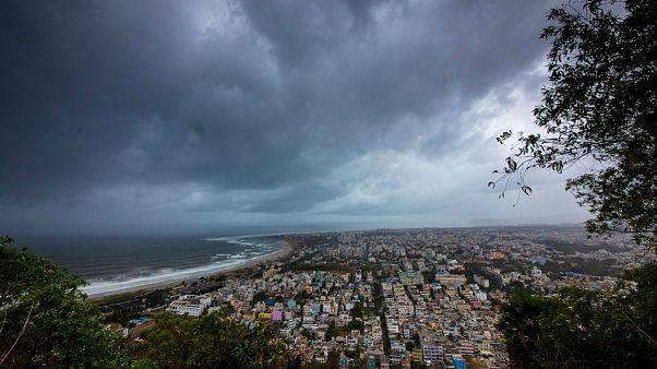 میلیونها نفر در مسیر طوفان شدید هند قرار دارند