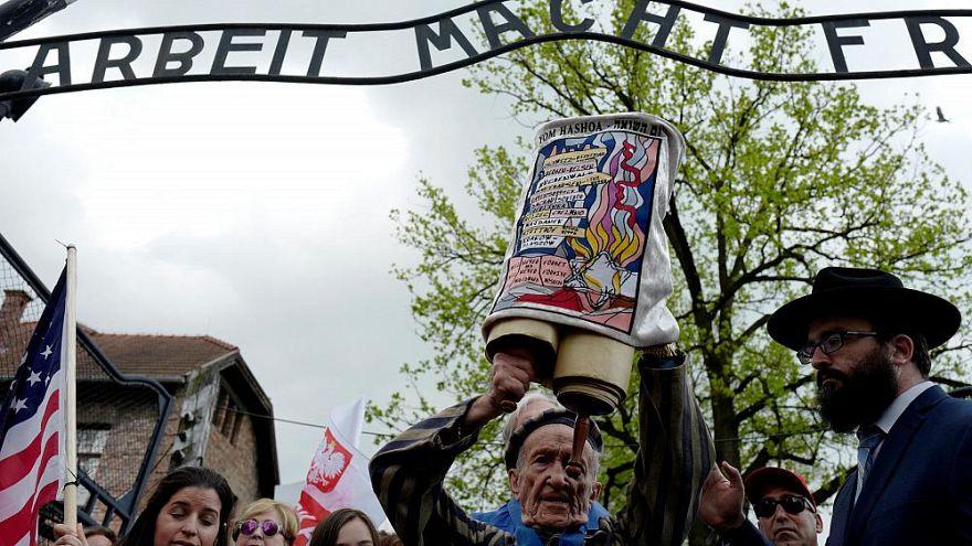 Miles de personas participan en la Marcha de los Vivos en Auschwitz