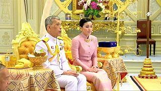 Tayland Kralı üçüncü evliliğini kişisel koruma müdürü yardımcısı ile yaptı