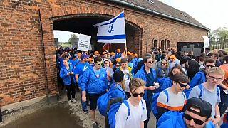 """Auschwitz-Birkenau: """"la marcia dei vivi"""" in ricordo delle vittime dello sterminio nazista"""