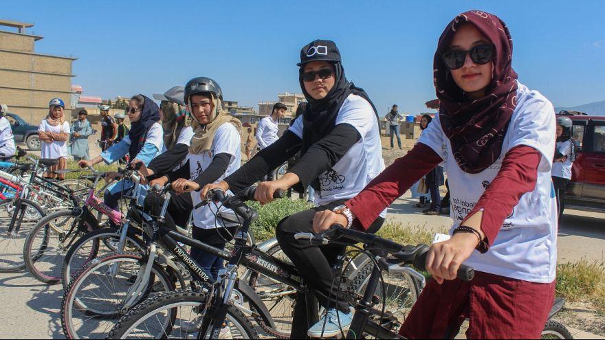 رکابزنی برای تغییر؛ دختران در مزارشریف افغانستان مسابقه دادند