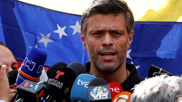 Leopoldo Lopez devant l'ambassade d'Espagne, à Caracas