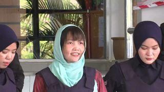 المتهمة لحظة خروجها من السجن في ماليزيا
