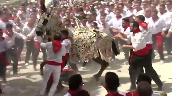 شاهد: أغرب مهرجانات الخيول يقوم على أسطورة تعود لفترة الغزو الإسلامي للأندلس