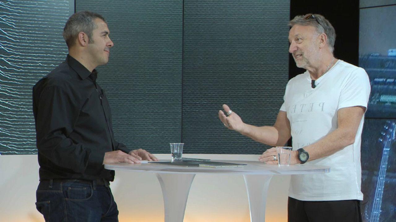 A Euronews recebeu o baixista (Joy Division/ New Order) para uma entrevista