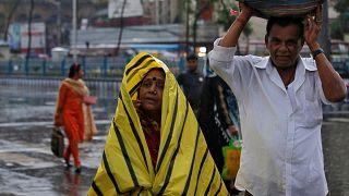 Megállt az élet Indiában a ciklon miatt