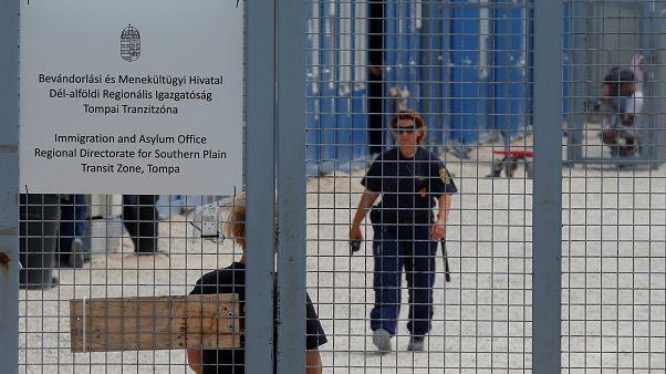 مركز لاحتجاز المهاجرين وطالبي اللجوء لحين النظر في طلباتهم في المجر