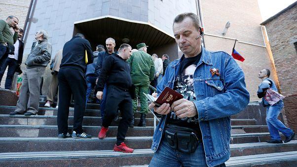 Очередь за паспортом: в ДНР и ЛНР начался приём заявок на гражданство РФ