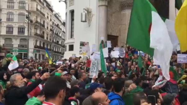 Folytatódnak a tüntetések Algériában