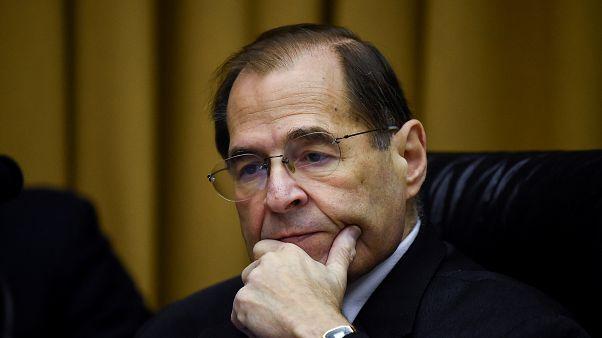 الكونغرس يعطي وزير العدل الأمريكي مهلة لتقديم تقرير مولر كاملا