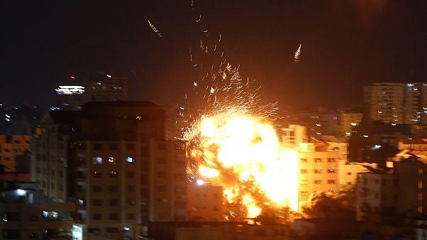 İsrail, Gazze'yi havadan vurdu
