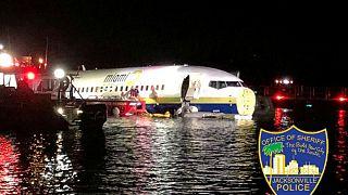 فرود هواپیمای بوئینگ ۷۳۷ بر روی رودخانۀ سنت جونز فلوریدا