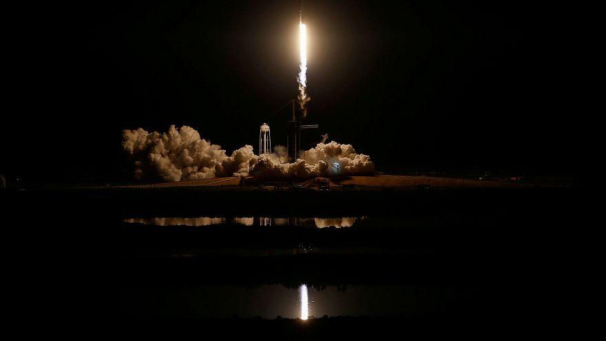 """إطلاق """"فالكون 9"""" إلى الفضاء"""