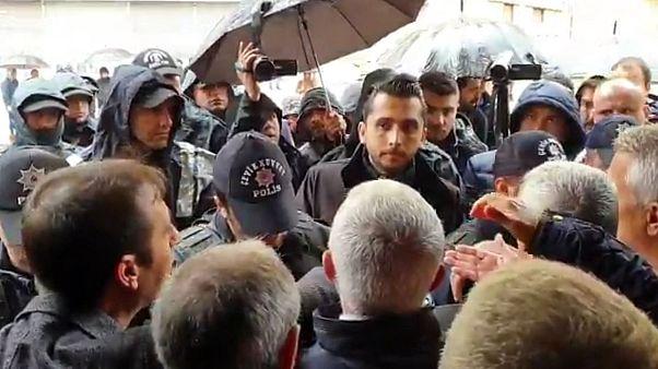 HDP Diyarbakır İl Örgütü binasından çıkışlara polis engeli