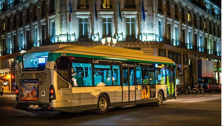 راننده یک اتوبوس در پاریس از سوار کردن «زنی با دامن کوتاه» خودداری کرد