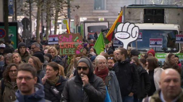 Manifestações em Hamburgo contra preços das rendas