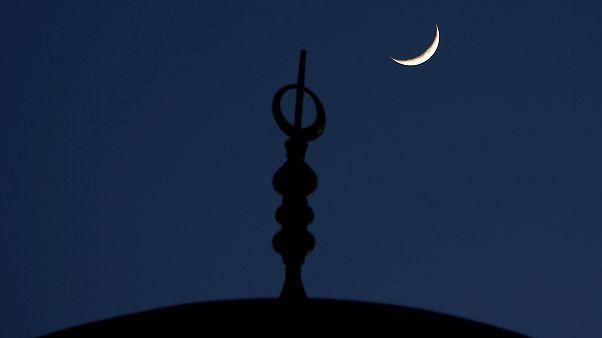 المحكمة العليا السعودية: لم يرد ما يثبت رؤية هلال رمضان مساء هذه الليلة