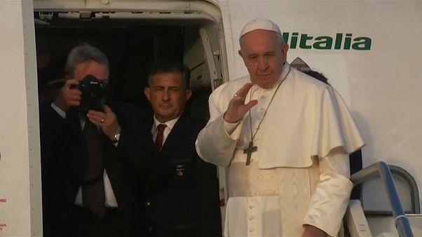 Понтифик начинает визит в Болгарию