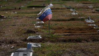 علم فنزويلا في إحدى المقابر في كراكاس