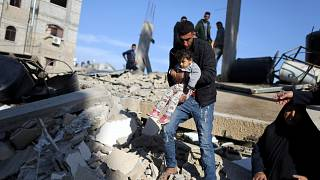 Video: İsrail'in hava saldırıları Gazze'de altyapı ve binalara zarar verdi