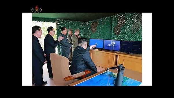 زعيم كوريا الشمالية يشرف على تدريبات على إطلاق صواريخ