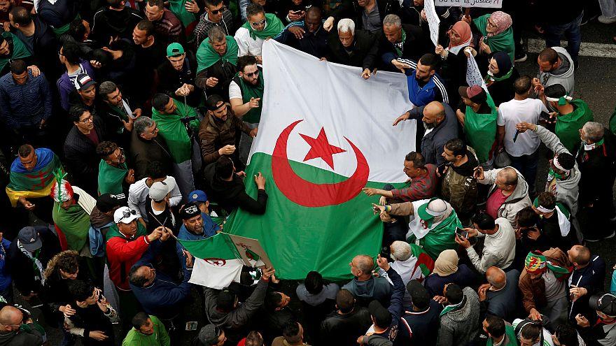 Algériában egymás után tartóztatják le az exállamfő bizalmasait