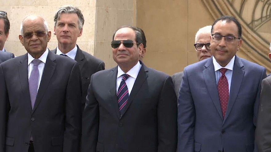 الرئيس السيسي ومجموعة من كبار الشخصيات
