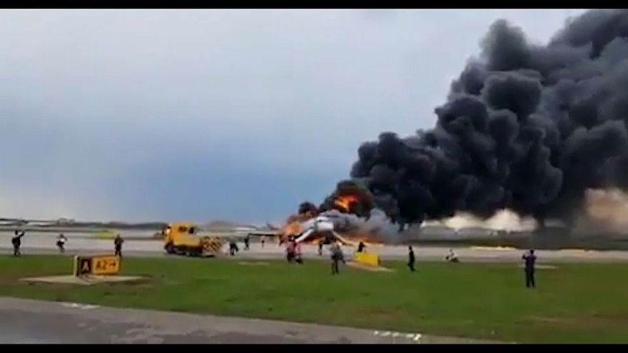 Incendio mortal de un avión de la compañía Aeroflot en Moscú