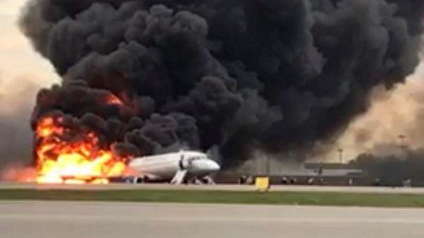 41 Tote bei Flugzeugunglück in Moskau