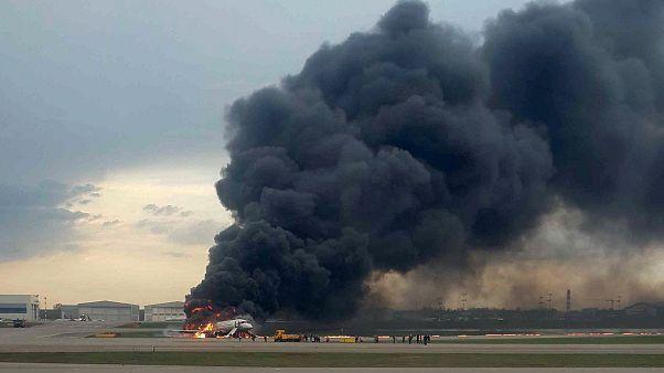 Φλεγόμενο αεροπλάνο στη Μόσχα: Μόνο 37 επέζησαν