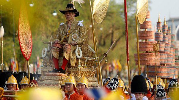Королевская процессия нового короля Таиланда Рамы X