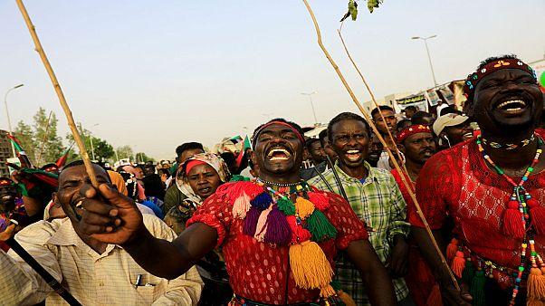 متظاهرون في السودان