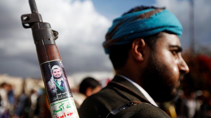 مقاتل مؤيد لجماعة الحوثي في العاصمة اليمنية صنعاء