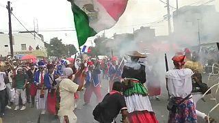 """شاهد: مكسيكيون يعيدون تمثيل انتصارهم على فرنسا في معركة """"بويبلو"""""""