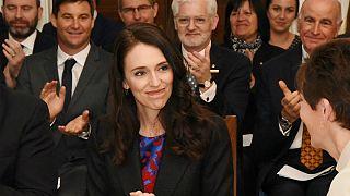 نخست وزیر نیوزیلند ۱۰ ماه پس از تولد فرزندش قصد ازدواج دارد