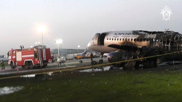 طائرة إيروفلوت المحترقة