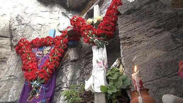 Meksikalı köylüler, geleneksel törenleri için 'Uykudaki Kadın' yanardağında