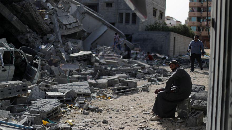 شاهد: غزة تستقبل أول أيام رمضان بالدمار