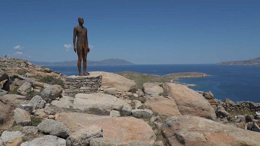 Povoar uma ilha grega com esculturas