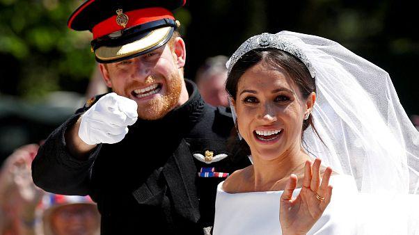 İngiliz Kraliyet ailesinin gelini Meghan Markle ilk bebeğini kucağına aldı