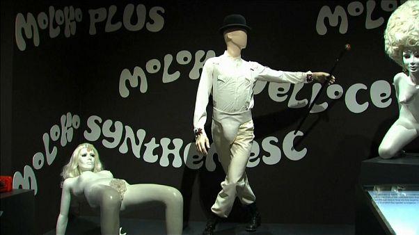 بار الحليب - من فيلم البرتقالة الآلية لستانلي كوبريك