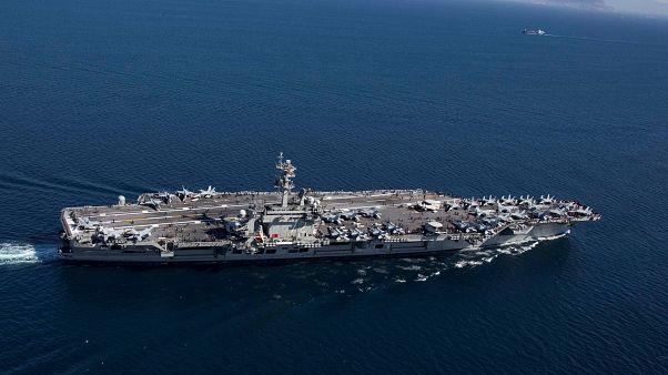 حاملة الطائرات الأميركية يو إس إس أبراهام لنكولن