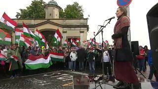 Verärgerte Ungarn singen Hymne vor Parlament in Bratislava
