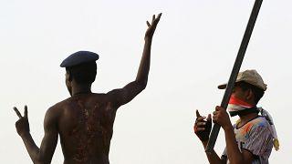 القوات السودانية تضبط أسلحة وأحزمة ناسفة خلال مداهمة في منطقة الطائف