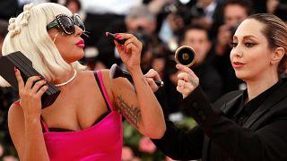 مغنية البوب الإشكالية ليدي غاغا في مهرجان ميت غالا - رويترز