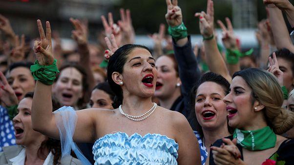"""Cien """"Evitas"""" protestan en Buenos Aires contra Mauricio Macri"""