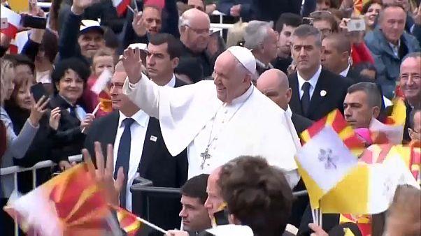 Papst wandelt auf den Spuren von Mutter Teresa